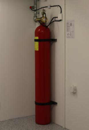 Butla instalacji SUG ze środkiem gaśniczym w serwerowni