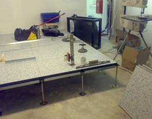 Budowa serwerowni - przykład montażu podniesionej podłogi technicznej