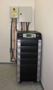 Przykład zasilacza awaryjnego UPS w małej serwerowni