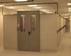 Kolokacyjna serwerownia z zabudową chłodnego korytarza i klimatyzacją rzędową